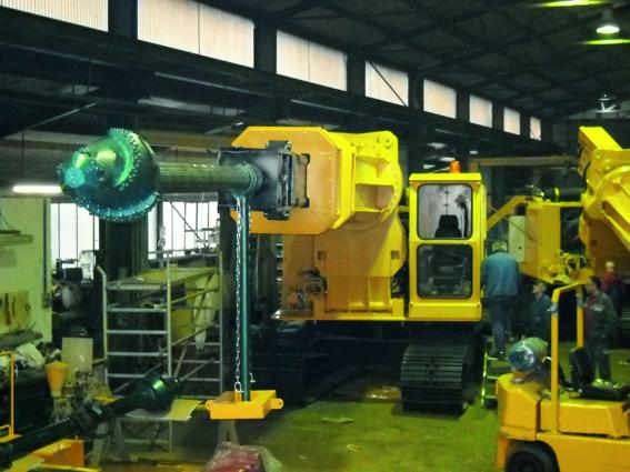 Fig. 1.  Taphole drilling machine with Dragonhead 410 drill crown.  Bild 1.  Ausbruchmaschine mit Dragonhead 410-Bohrkrone. Source/Quelle: Wengeler & Kalthoff