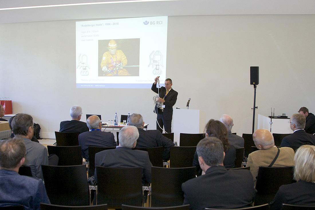 Fig. 2. In three workshops experts exchanged intensely. // Bild 2. In drei Workshops tauschten sich die Besucher intensiv zu Fachthemen aus. Photo/Foto: Armin Plöger
