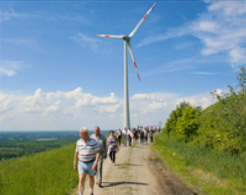 Fig. 7. Wind turbine operating on a former spoil tip in the Ruhr Basin. // Bild 7. Windkraftanlage auf einer Halde im Ruhrgebiet. Photo/Foto: RAG