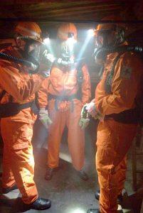 Fig. 1. TU BAF Mining Students at BG RCI Central Mine Rescue Station. // Bild 1. TU BAF-Grubenwehrteam während einer Grubenwehrübung an der BG RCI Hauptstelle.