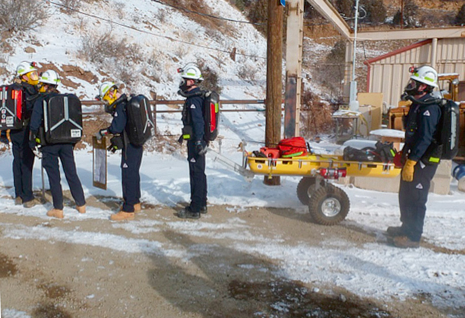 Fig. 6. Student Mine Rescue Teams at MERD 2013. // Bild 6. Studentisches Grubenwehrteam beim MERD 2013.