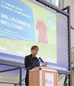 Fig. 3.  Prof. Dr Jürgen Kretschmann, President of THGA, welcomes the conference delegates. // Bild 3.  Prof. Dr. Jürgen Kretschmann, Präsident der THGA, begrüßt die Teilnehmer. Photo/Foto: BG RCI